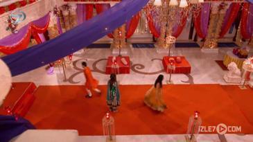 Ragini, Swara ile Sanskar'ın Barışmasını İstiyor