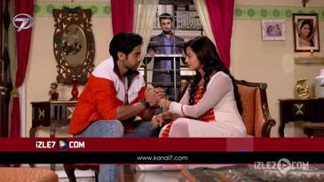 Nikhil, Swara'ya Yakınlaşıyor...