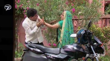 Triveni ve Nandini Takip Ediliyor!