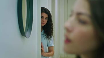 Narin Kumru'yu Kemal'in Odasına Girerken Görüyor   Yemin 280. Bölüm