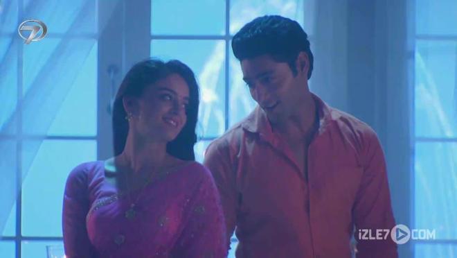 Nandini ve Krish Balayında